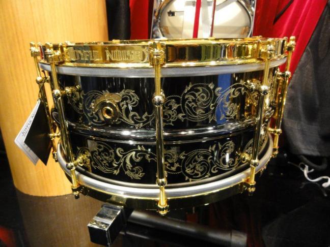 NAMM 2012 Joyful Noise drums engraved snare drum (01)