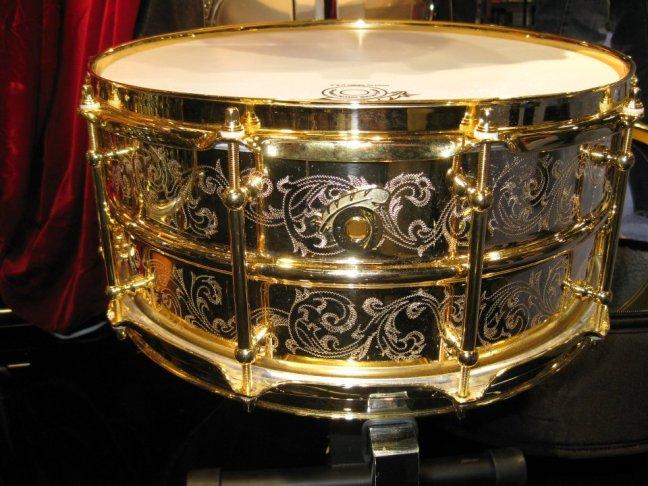 NAMM 2012 Joyful Noise drums engraved snare drum (02)
