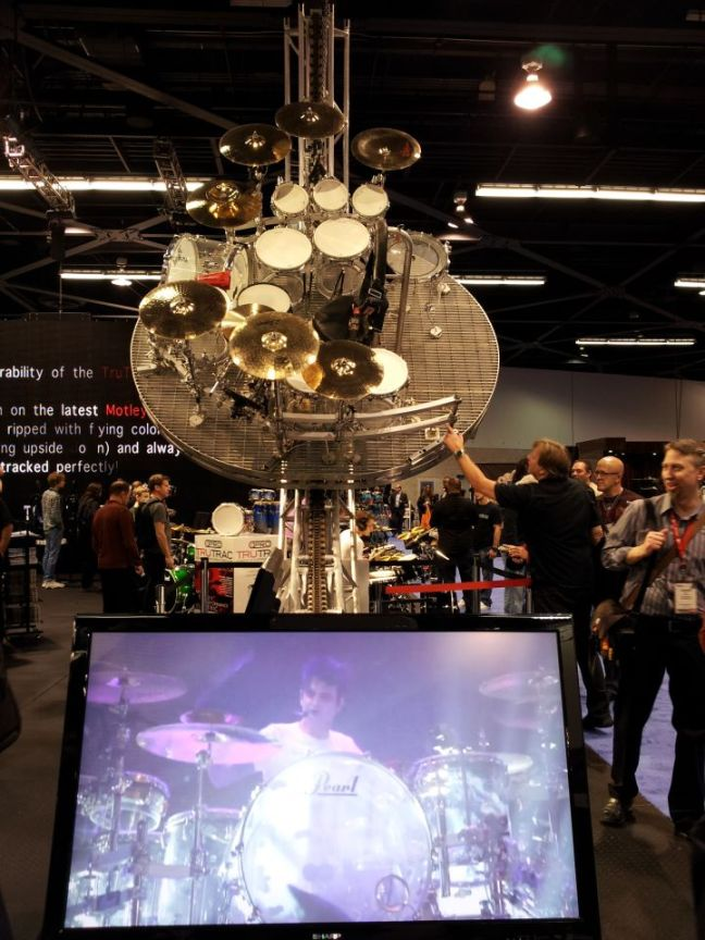 NAMM 2012 Pearl Drums swinging kit Tommy Lee Motley Crue (02)